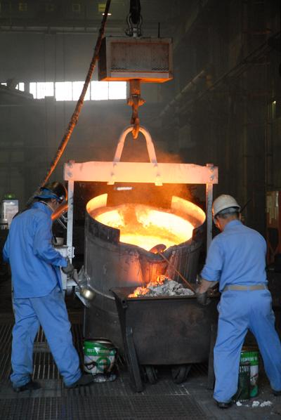 川口の鋳物工場「辻井製作所」