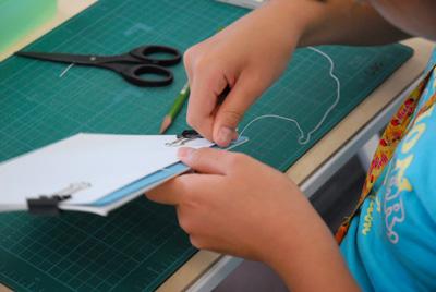 糸で縫います
