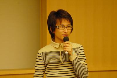 「まちの断片」で講演中の大山顕さん01